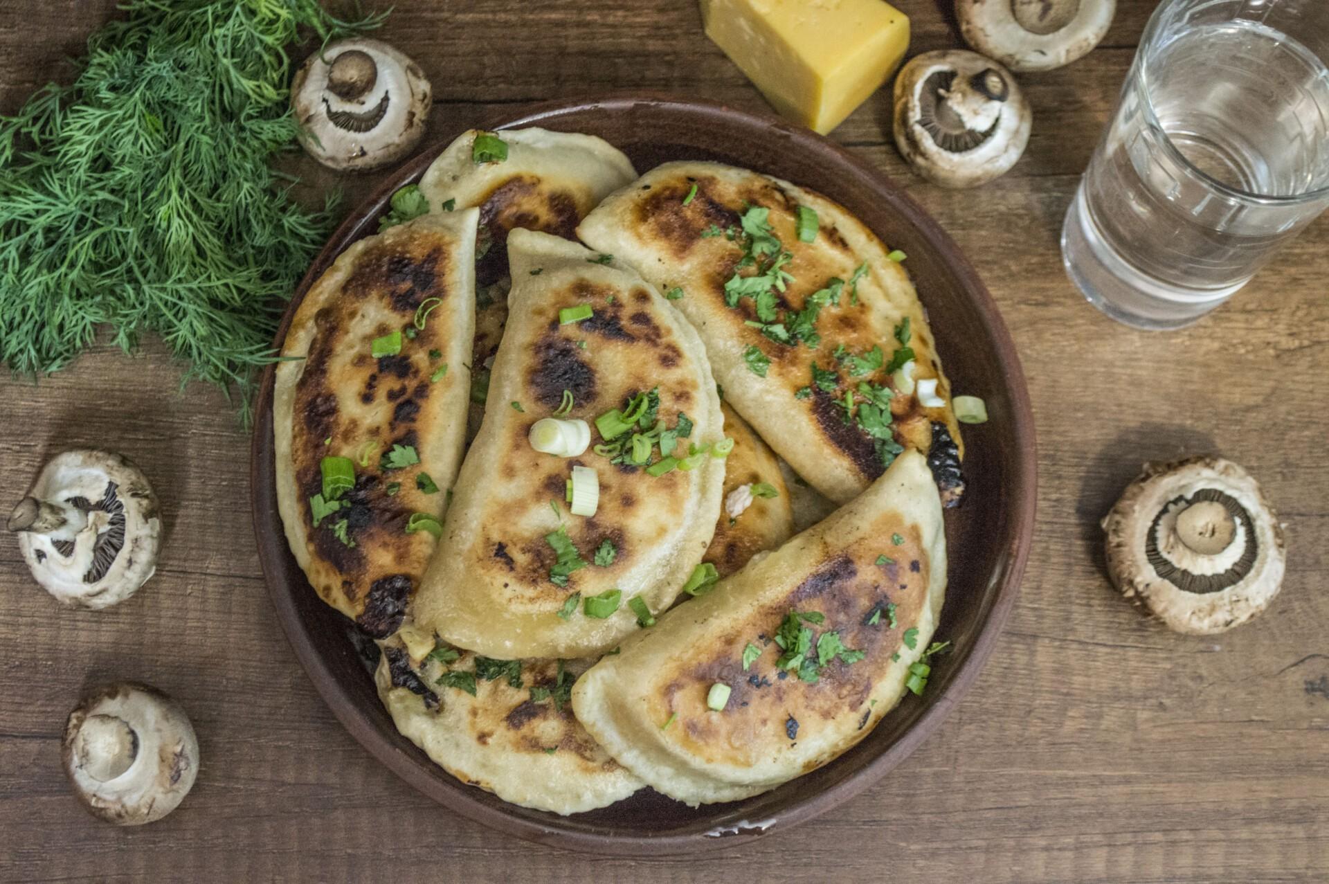 Янтык с грибами и сыром