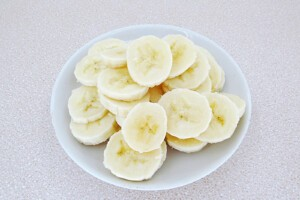 Низкокалорийный йогуртовый торт с бананом и киви: фото к шагу 12.