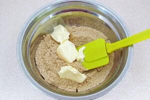 Низкокалорийный йогуртовый торт с бананом и киви: фото к шагу 2.