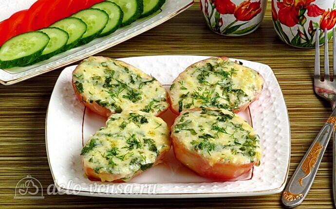 Картофель в духовке с сыром и чесноком