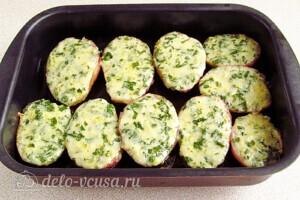 Картофель в духовке с сыром и чесноком: фото к шагу 9.