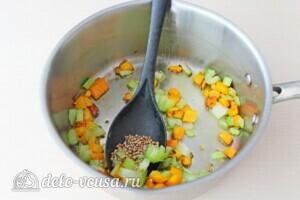 Суп-пюре из свеклы и сельдерея: фото к шагу 4.