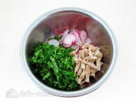 Мясной салат с редисом и японской капустой: фото к шагу 4.