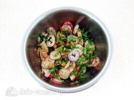 Мясной салат с редисом и японской капустой: фото к шагу 7