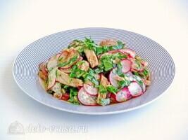 Мясной салат с редисом и японской капустой: фото к шагу 8.