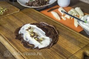 Шоколадные блинчики с творогом и бананом: фото к шагу 7.