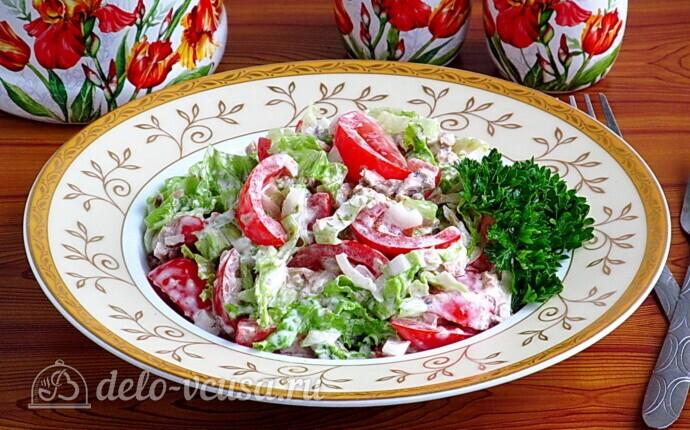 Салат из консервированной сайры с помидорами