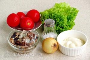 Салат из консервированной сайры с помидорами: Ингредиенты