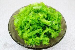 Салат из консервированной сайры с помидорами: фото к шагу 2.
