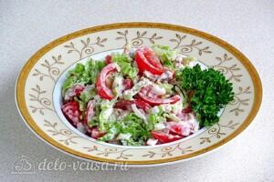 Салат из консервированной сайры с помидорами: фото к шагу 7.