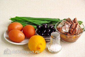 Быстрый салат из сайры с маслинами: Ингредиенты