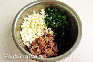 Быстрый салат из сайры с маслинами: фото к шагу 6