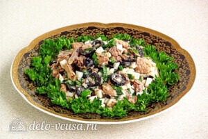 Быстрый салат из сайры с маслинами: фото к шагу 8