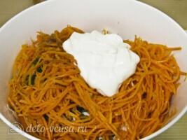 Салат из пекинской капусты и корейской морковки: фото к шагу 6.