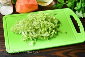 Салат из пекинской капусты с яблоком и морковью: фото к шагу 1.