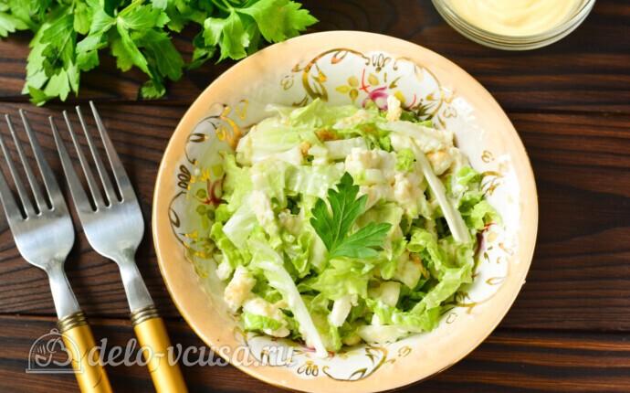 Салат из пекинской капусты с яичными блинчиками