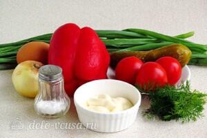 Яркий салат с солеными огурцами: Ингредиенты
