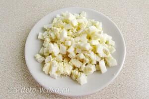 Яркий салат с солеными огурцами: фото к шагу 6.