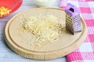Крабовый салат с огурцом и сыром за 10 минут: фото к шагу 3.