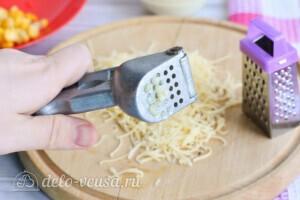 Крабовый салат с огурцом и сыром за 10 минут: фото к шагу 4.