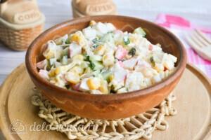 Крабовый салат с огурцом и сыром за 10 минут: фото к шагу 5.