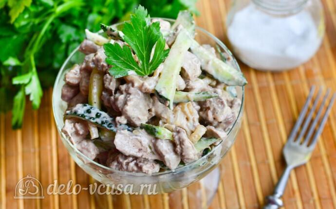 Салат с куриной печенью и свежим огурцом за 20 минут