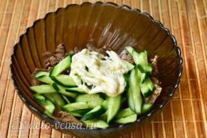 Салат с куриной печенью и свежим огурцом за 20 минут: фото к шагу 7