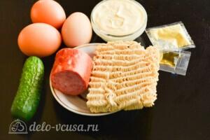 Салат из лапши быстрого приготовления с колбасой: Ингредиенты