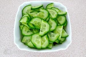 Салат из сельдерея с грецкими орехами: фото к шагу 2.