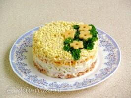 Слоеный салат Дипломат с лососем: фото к шагу 7