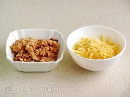 Слоеный салат Дипломат с лососем: фото к шагу 2