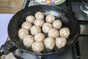 Тефтели из свинины в томатном соусе: фото к шагу 7.