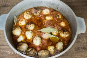 Тефтели из свинины в томатном соусе: фото к шагу 8.
