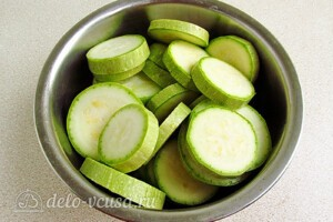 Закуска из кабачков, яиц и зелёного лука за 25 минут: фото к шагу 1.