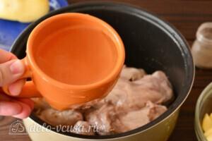Жаркое из кролика с картошкой в мультиварке: фото к шагу 2.