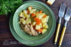 Жаркое из курицы с овощами в мультиварке: фото к шагу 8.