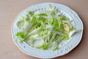 Греческий салат с пекинской капустой: фото к шагу 1.
