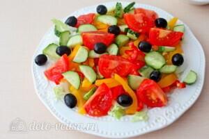 Греческий салат с пекинской капустой: фото к шагу 5.