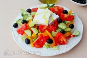 Греческий салат с пекинской капустой: фото к шагу 6.