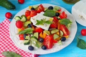 Греческий салат с пекинской капустой: фото к шагу 7.