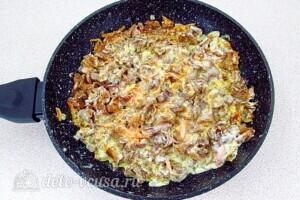 Картофель с лисичками в сметане: фото к шагу 14.