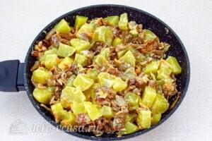 Картофель с лисичками в сметане: фото к шагу 16.
