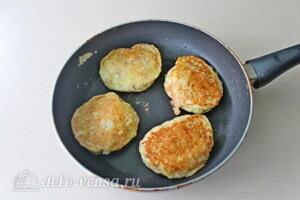 Колдуны из кабачков с куриным филе: фото к шагу 10.