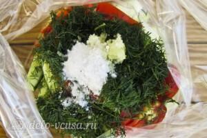 Низкокалорийный малосольный салат: фото к шагу 5.