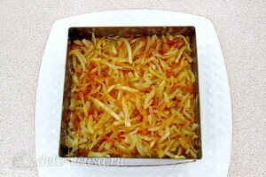 Овощной салат-торт с жареными кабачками: фото к шагу 25.
