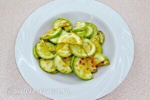 Овощной салат-торт с жареными кабачками: фото к шагу 4.