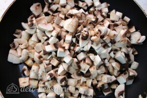 Паста с шампиньонами и морковкой по-корейски: фото к шагу 3.