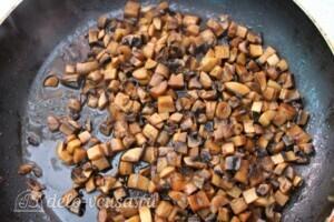 Паста с шампиньонами и морковкой по-корейски: фото к шагу 4.