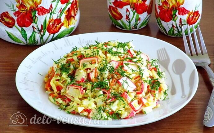 Крабовый салат с морковью и сыром