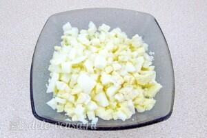 Крабовый салат с морковью и сыром: фото к шагу 5.